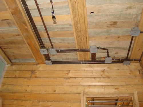 Провести электропроводку в деревянном доме